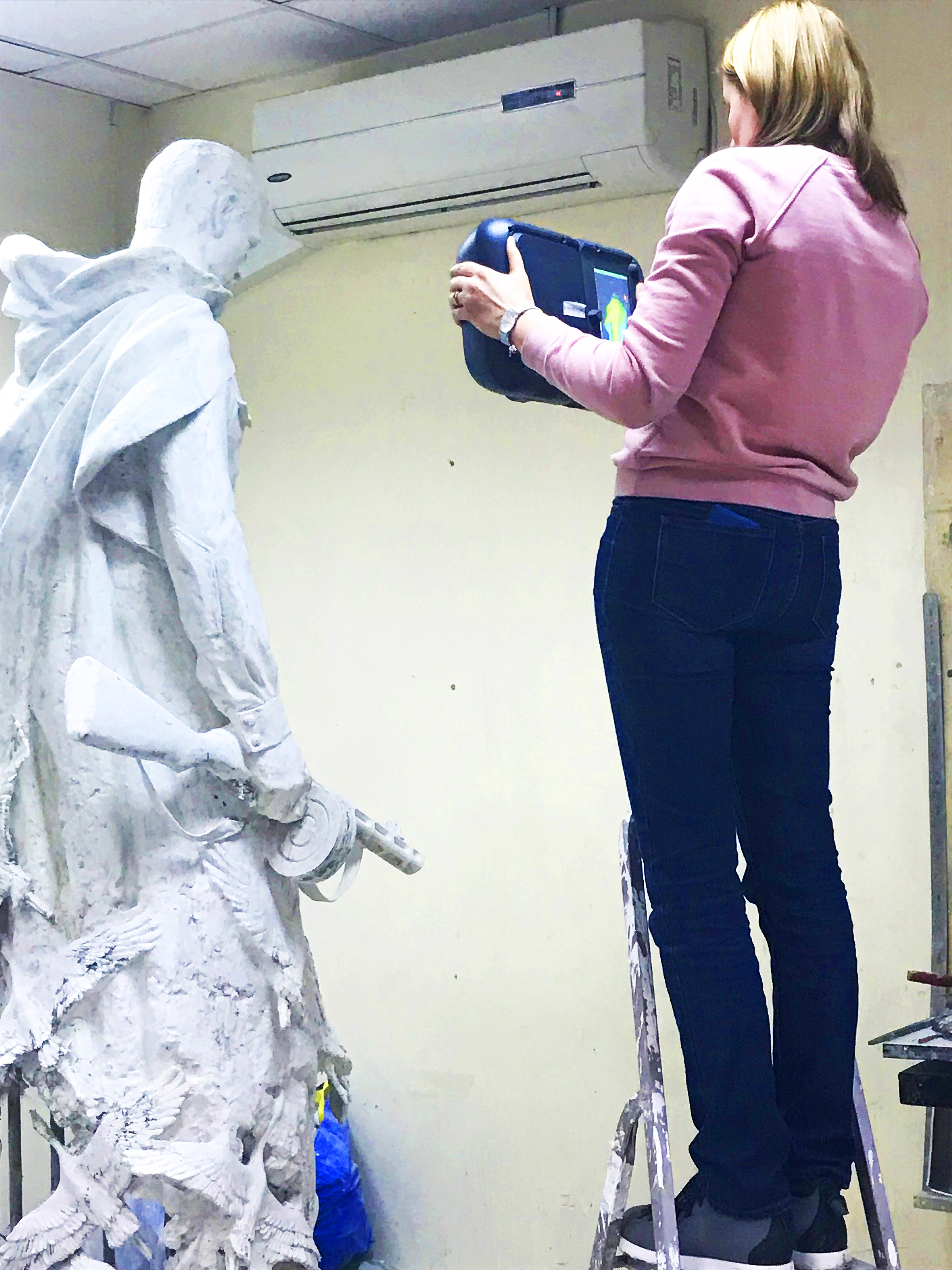 scanning a statue2